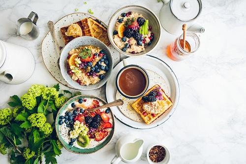 Manger un bon petit-déjeuner gourmand pour bien démarrer la journée